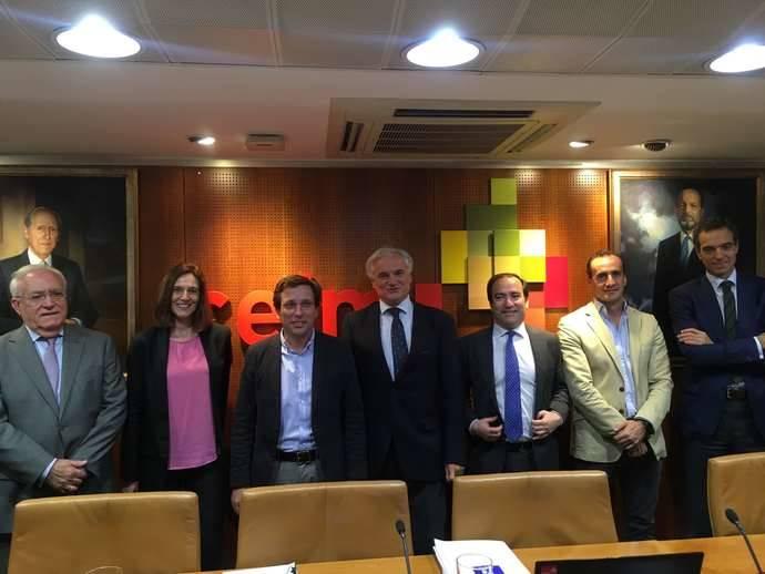 El alcalde de Madrid y el Delegado de Movilidad se reúnen con empresarios