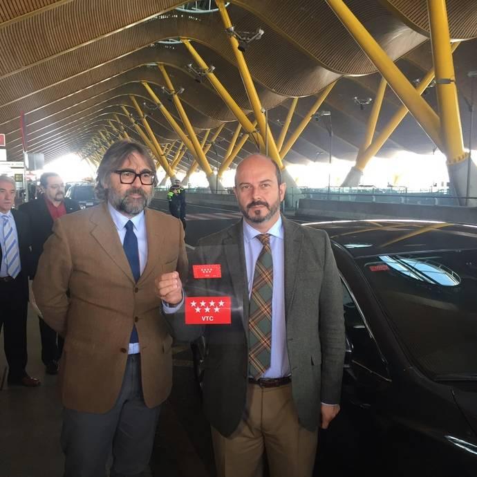 Presentación de los distintivos para los vehículos de alquiler en Madrid