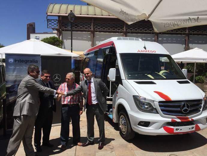 La empresa Autocares Amuedo recibe en Sevilla su Integralia in-tourism XL PMR