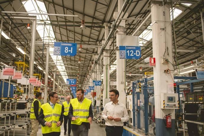 La planta de Iveco en Valladolid recibe la visita de Óscar Puente, alcalde de la ciudad