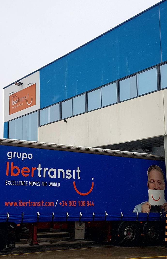 La compañía ofrece servicios de transporte aéreo (agentes IATA), marítimo y terrestre.