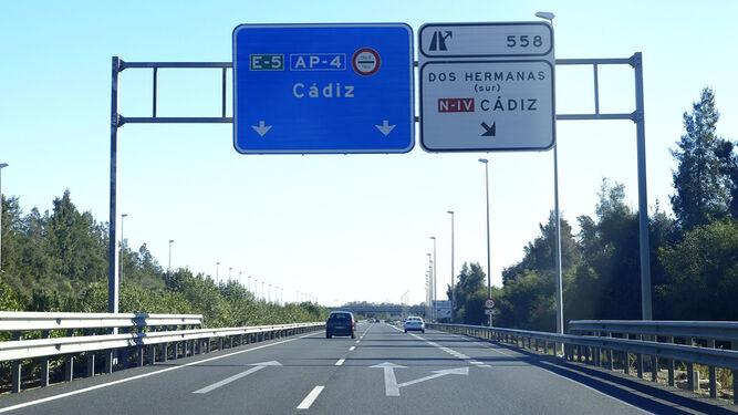 Afecciones al tráfico en la AP-4 para adecuar la calzada de la autopista