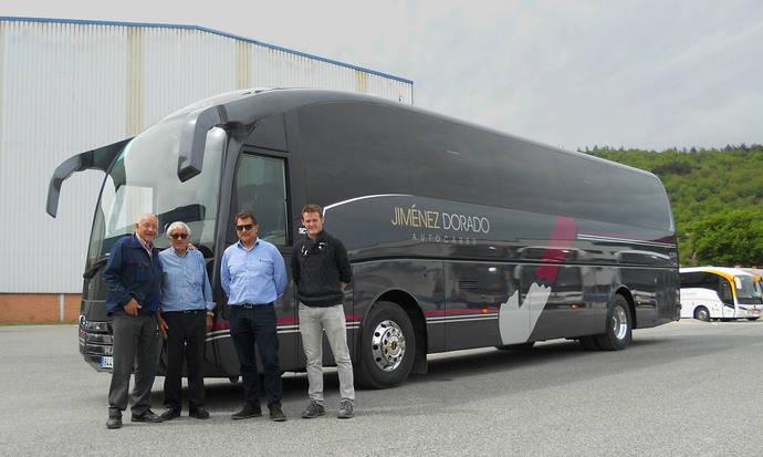 Sunsundegui entrega un SC7 a la empresa Jiménez Dorado