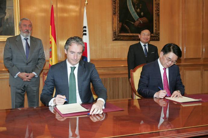 España y Corea del Sur firman un pacto para transporte e infraestructuras