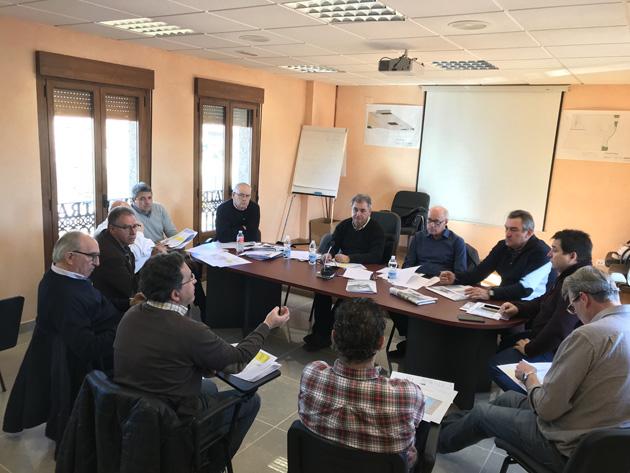 Imagen de la Junta Directiva de Asetra reunida en Navas de Oro.