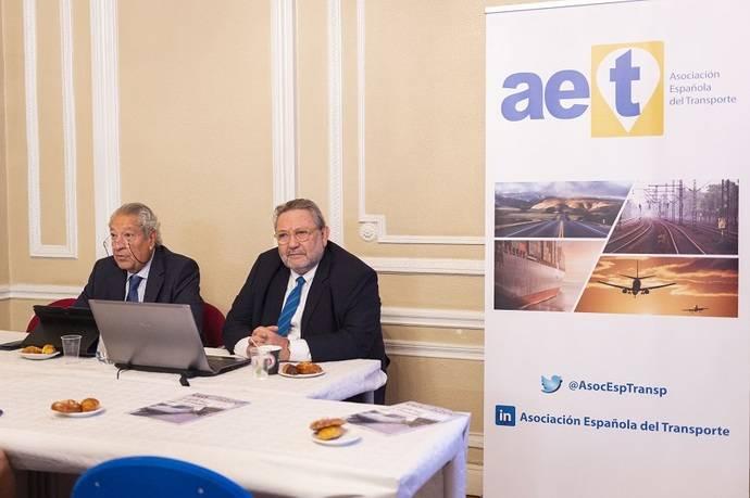 Renfe y AET celebran un desayuno sobre movilidad urbana