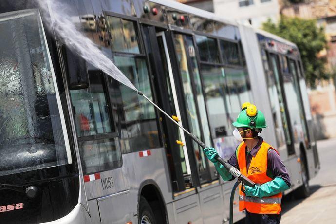 El transporte escolar de Sevilla reclama el pago de las labores de limpieza