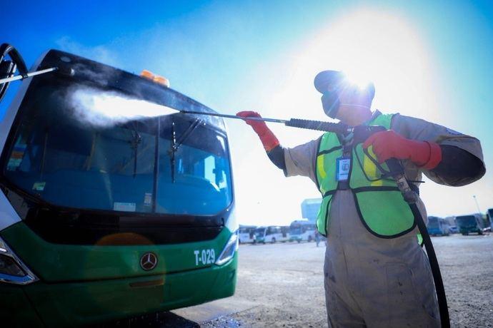El transporte escolar de Andalucía reclama cinco millones y medio, de la limpieza