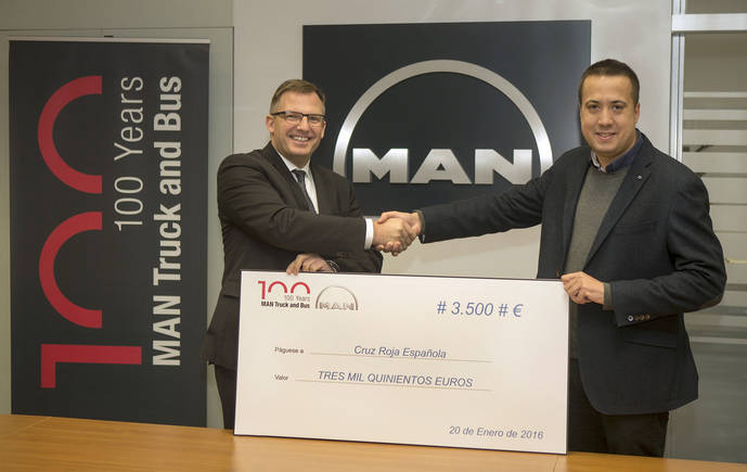 MAN Truck & Bus Iberia dona a Cruz Roja 3.500 euros