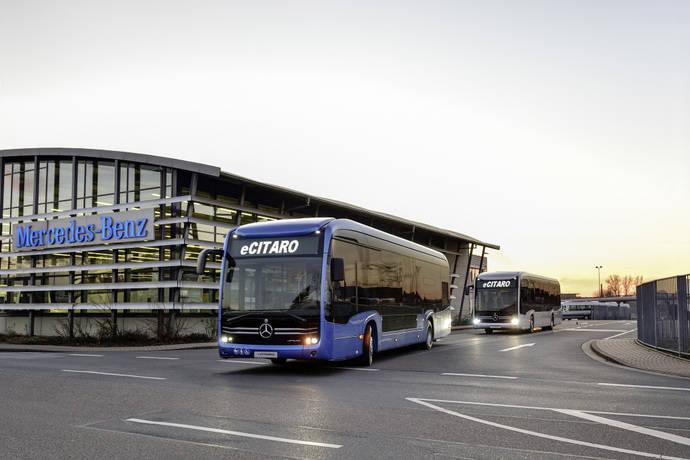 Dos autobuses Mercedes-Benz eCitaro.