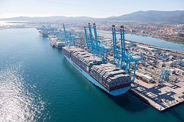 Desigual evolución de la llegada de mercancía en los puertos españoles