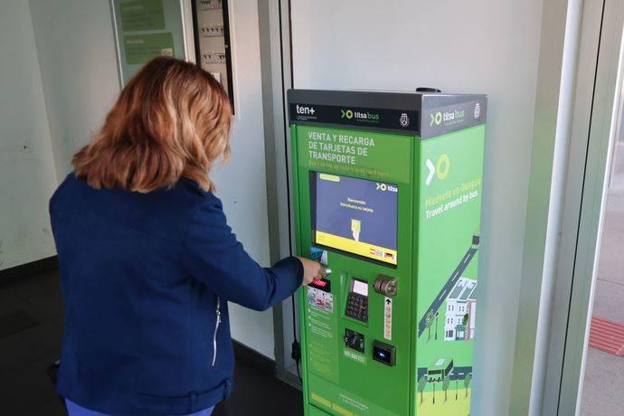 Titsa instala máquinas de venta y recarga de tarjetas Ten+