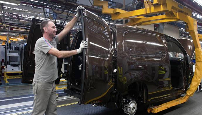 Groupe PSA continúa con su ofensiva, renovando su gama de furgonetas
