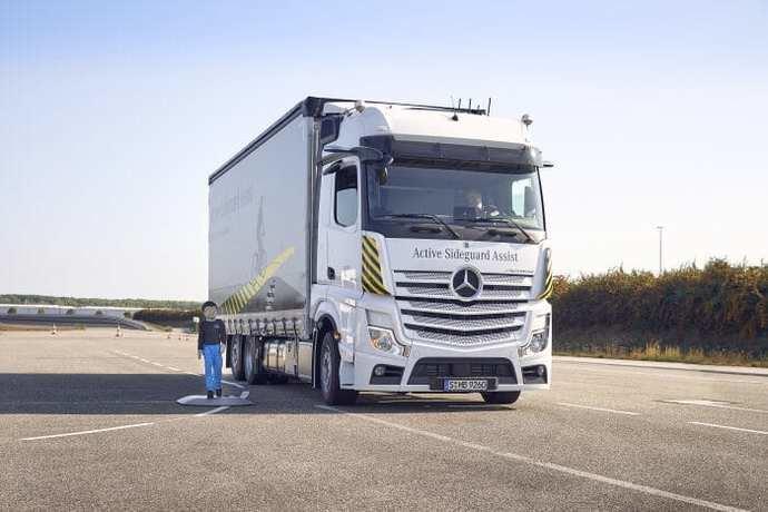 Primicias de Mercedes-Benz Trucks para más seguridad