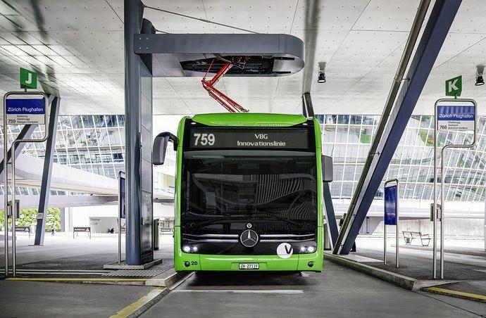 Mercedes lanza nuevas opciones de los rieles de carga, en Suiza