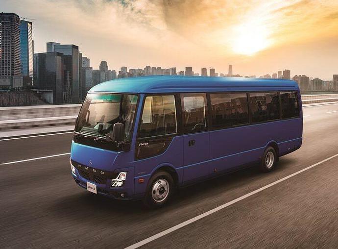 Mitsubishi Fuso lanza el nuevo autobús Rosa liviano actualizado