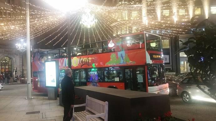 El NadalBus de Vitrasa recorre las luces de Navidad de la urbe de Vigo