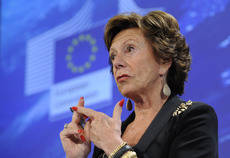 Uber contrata a la holandesa Neelie Kroes, excomisaria europea