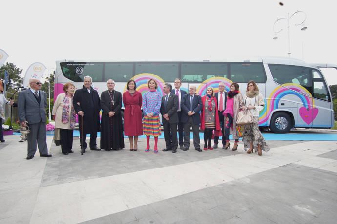 Ágatha Ruiz de la Prada presenta el primer autobús con su sello
