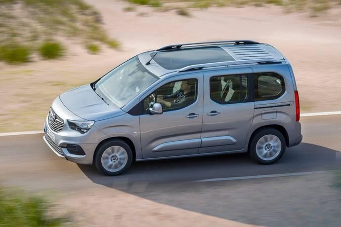 Techos panorámicos Opel crean espacio más luminoso