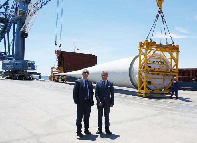 El Puerto de Castellón carga palas eólicas al mar del norte