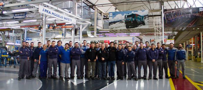 Pep Vila, piloto de Iveco para el Dakar 2016, visita las instalaciones de CNH Industrial en Madrid