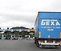 Las asociaciones de transportistas denuncian el colapso permanente en la frontera Irún-Biriatou