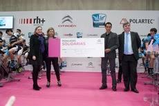 Entrega del cheque por parte de Citroën en la jornada 'Pedaladas solidarias'