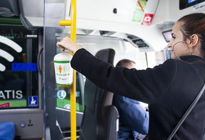 Grupo Ruiz colabora con la AECC, con huchas en sus autobuses
