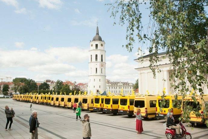 Iveco entrega 51 minibuses Daily a Lituania para transporte escolar