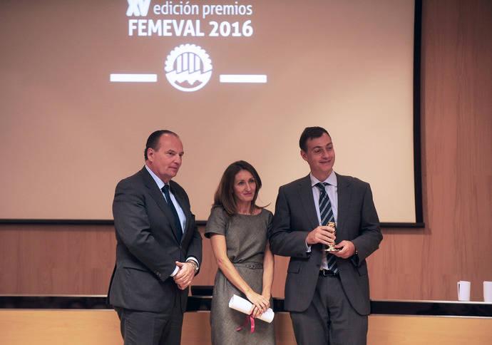 Momento en que representantes de Istobal reciben el premio.