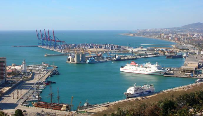 Los autobuses que visiten Málaga en navidad podrán aparcar en el puerto