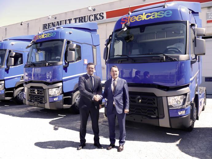Renault Trucks entrega a Segovia e Hijos nuevos vehículos