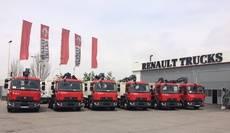 Renault Trucks entrega a gestión de residuos Hospitalet 6 vehículos con grúa