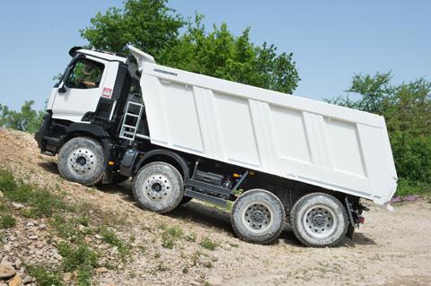 Renault Trucks aumenta su oferta en las gamas C y K con una caja de cambios automatizada