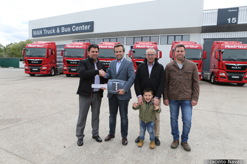 Rodrizur se refuerza con seis tractoras MAN TGX