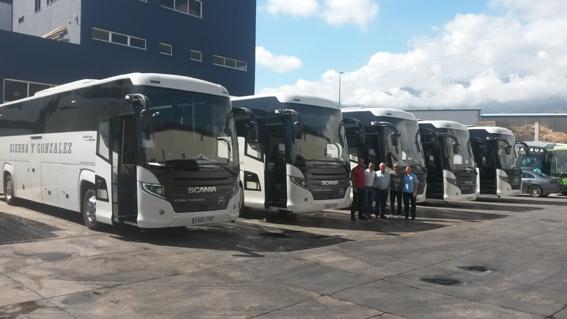 School Bus adquiere tres unidades de Scania Touring HD