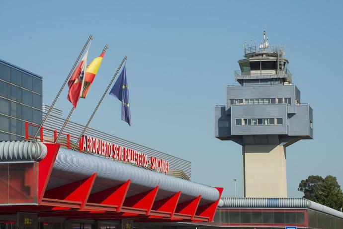 El aeropuerto de Santander tiene una nueva dársena de autobuses