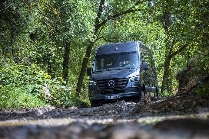 De venta este mes: Mercedes-Benz Sprinter, con propulsión actualizada y puertas correderas 'Speed Delivery Door'