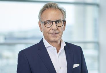 El director de Mercedes-Benz Trucks se jubila mañana