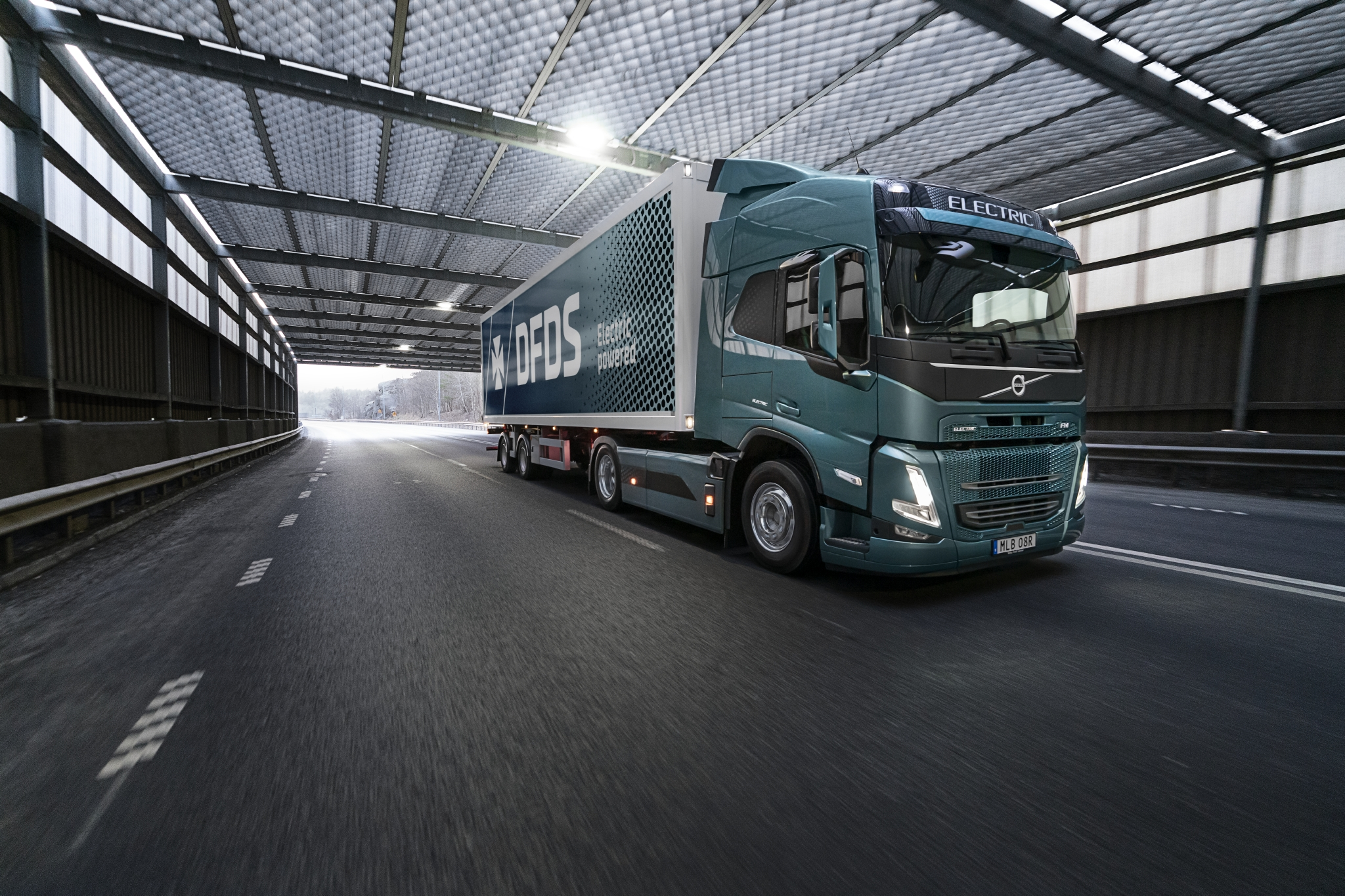 Volvo Trucks y DFDS cooperan en transportes eléctricos de la cadena de suministro