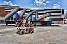 Nuevos camiones pintados por grandes artistas amplían la flota de Truck Art Project