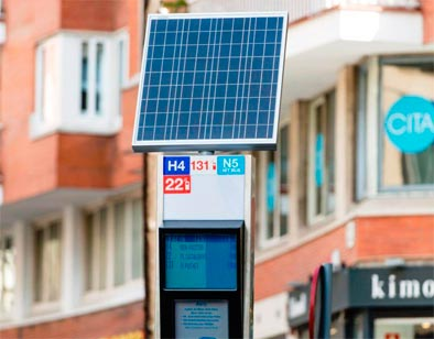 Nuevo modelo de panel solar en las paradas de autobús en Barcelona