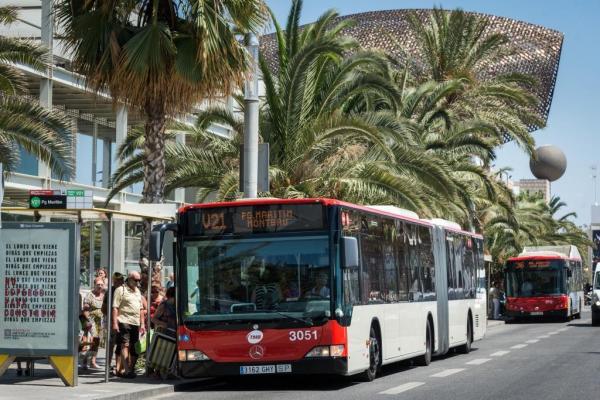 Barcelona ampliará su red de autobuses con 43 vehículos por la subida de la demanda