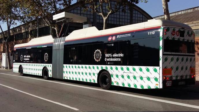 Autobuses articulados eléctricos de TMB simulan rutas