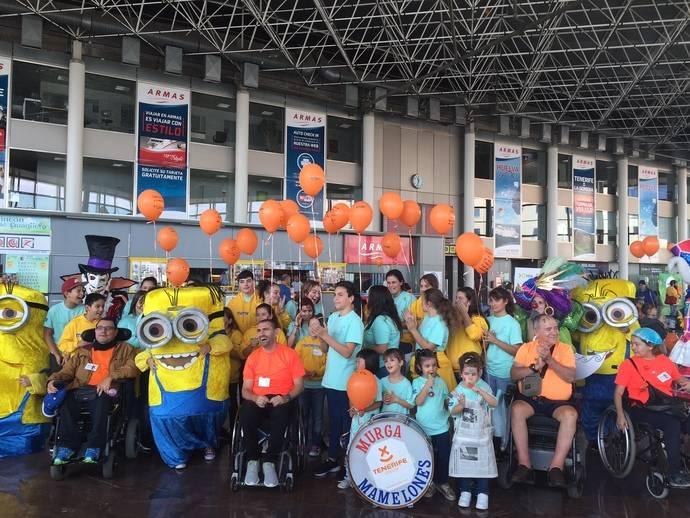 Un centenar de niños participan en la Fiesta de la Igualdad 'Solo somos niñ@s', que tuvo lugar en el Intercambiador de Santa Cruz