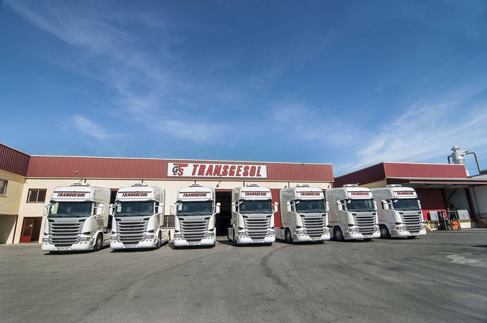 Transgesol añade a su flota 12 unidades Scania R 450