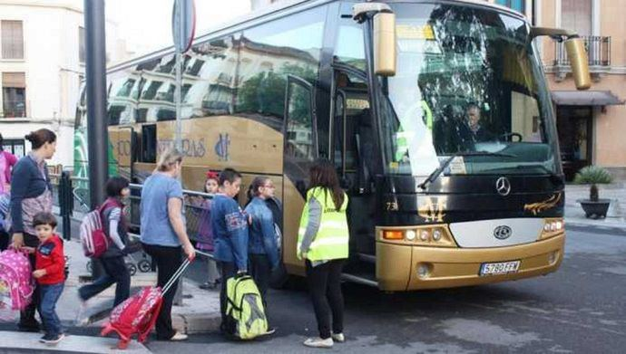 Andalucía exige la devolución urgente de los avales del transporte escolar
