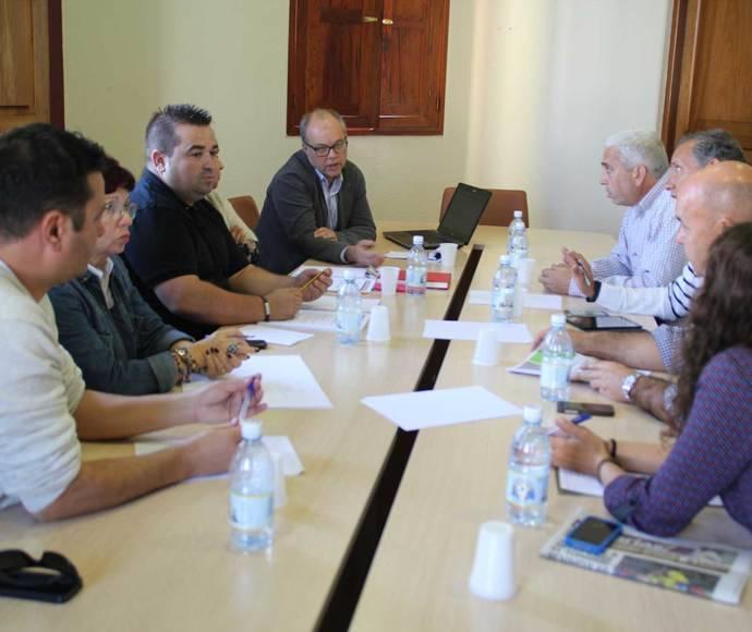Canarias estudia la forma de modernizar su transporte interurbano