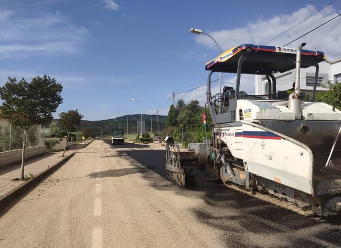 Renovación del asfalto de la travesía de Aldeaquemada, para mejorar la seguridad vial